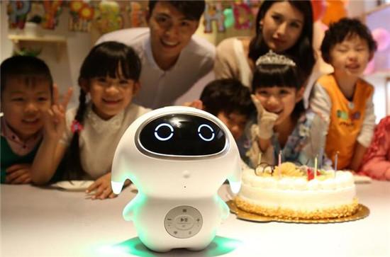 巴巴腾机器人:外表呆萌内在丰富 操作便捷使用安心