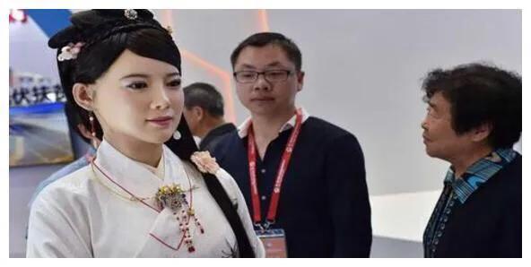 中国女机器人问世,比日本研发的要惊艳、美丽,网友:想退货咋办